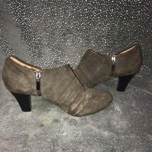 Clark's Artisan Women's Heel Booties Size 10